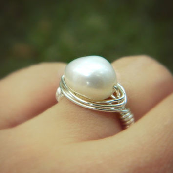 White Pearl Ring. Jewelry Rings, Silver Rings, White Ring, Wedding Ring, Bridesmaid Rings, Bridesmaid Gifts, Cocktail Rings, Size 5, Anillo