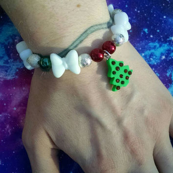 Festive Bows Glitzy Orbs and Pearls Christmas Tree Charmed Stretchy Bracelet