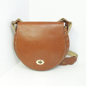 Vintage leather shoulder bag handbag purse - Light-brown tan leather shoulder bag with front flap closure