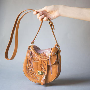 Western Saddle Leather Purse Tan Vintage. Southwestern Cowgirl shoulder bag mint condition. Rodeo Bag Wild West Fashion. Tooled Leather Bag