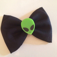 Little green alien hair bow