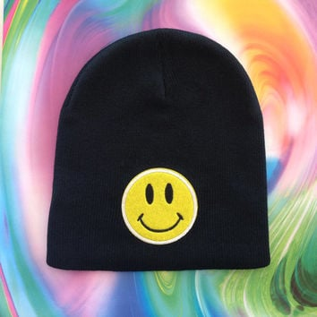 Smiley Face Beanie / Happy Face Beanie / 90s Beanie / 90s Hat / 90s Accessories / Grunge Beanie / Soft Grunge / Kawaii / Happy Face Beanie