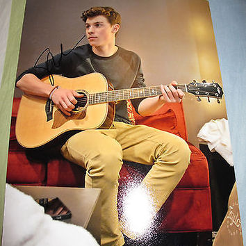 Shawn Mendes Signed 8x10 Photo PROOF LIFE OF THE PARTY (E) COA
