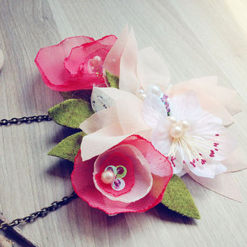 Woodland Statement flowers Necklace. Bib necklace bridesmaid jewelry wedding accesories Pink garden wedding flowers necklace floral necklace