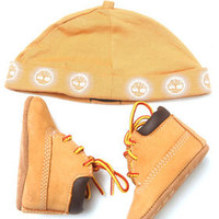 CRIB BOOTIES GIFT PACK WITH HAT (0-3) by Timberland
