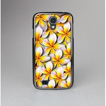The Vibrant Yellow Flower Pattern Skin-Sert Case for the Samsung Galaxy S4