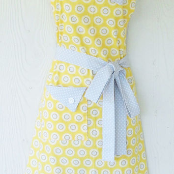 Yellow Floral Apron , Yellow and Gray, Retro Apron , Mothers Day, Women's Full Apron , Vintage Style , KitschNStyle