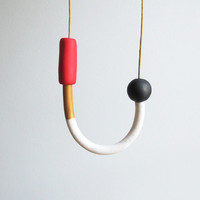 Handle necklace in red, gold, marble and black