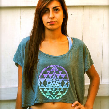 OMBRE FADE Sri Yantra Sacred Geometry Yoga Loose Crop Top - Mossy Green