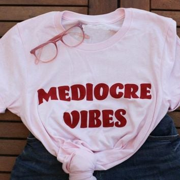 MEDIOCRE VIBES Pink T-Shirt Red Letter Tumblr Tee Funny Aesthetic Slogan Top Vibes Grunge Unisex Graphic t shirt Drop Ship S-3XL