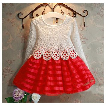 The little girl in the fall and winter seasons of fashion Princess Dress 2-7 year old girl beautiful clothes / over / Christmas