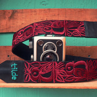 Leather camera strap with traditional Guatemalan embroidery - Canto de Pájaro (Song Bird) in maroon - CPC3
