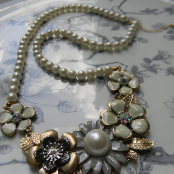 Downton Abbey Style Statement NECKLACE CrEaM GrAy & Gold ChUnKy FLOWERS Bib Pearl