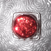 Shade name ( Winehouse ). Deep ruby red loose glitter pigment. 4 grams in a jar with sifter and seal.
