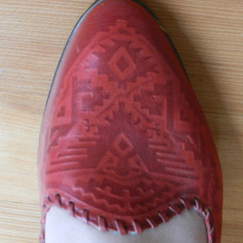 Red Leather Vintage Flats// MIA//  Womens Vintage Shoes 9/9.5/10- Tribal// Navajo// Southwestern// Aztec