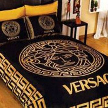 New Versace Bedding Set Gold And Black Medusa Cotton Satin Queen size Luxury Box