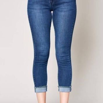 Classic Cropped Skinny Jeans with Frayed Hem