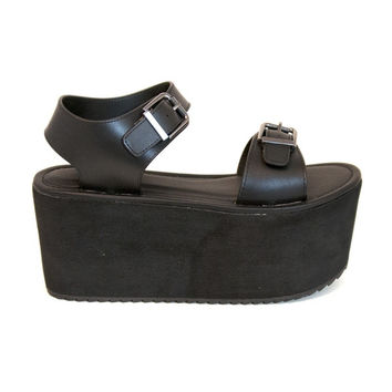 YRU Orion - Black High Platform Buckle Strap Sandal