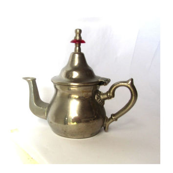 Middle eastern ornate kettle. Silver plated copper or brass kettle. Silver teapot. Silver kitchen decor. Vintage.