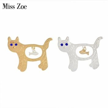 Miss Zoe Creative Fish in the stomach of Cats Kitten Brooch Pins Denim Jacket Pin Badge Gold Silver Cartoon Animal Jewelry Gift