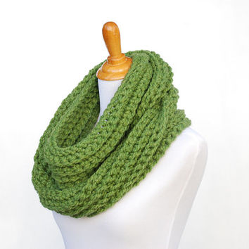 Crochet cowl, green chunky crochet scarf, infinity loop, gifts for her