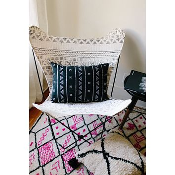 Black and White Mudcloth Tribal Butterfly Chair with Black Stand