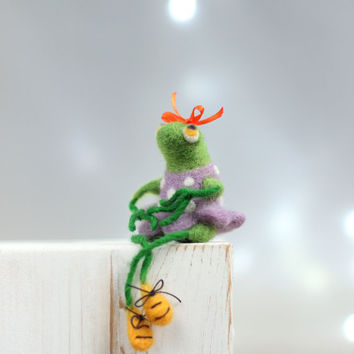 Needle Felt Frog - A Little Felt Green Frog With A Purple Dress-Needle Felt Art Doll - Frog Miniature - Needle Felt Animals - Handmade Frog