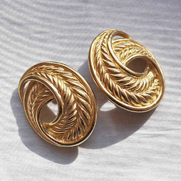 ON SALE Vintage Trifari Gold Swirl Clip Earrings, Rope, Satin Gold, Matte Gold, Wheat Design, 3D, Day, Evening, Big, Bold Gold! #b715