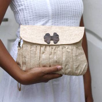 Clutch Purse Linen Caramel with Bow shaped wooden button by Oyeta