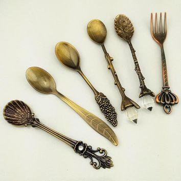 6 Pcs Cutlery Kitchen Dining&Bar Nostalgic Vintage Royal Style Bronze Carved Small Coffee Small Fork for Sweet Snacks