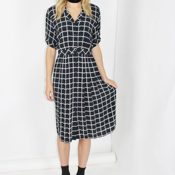CHECKERED dress vtg 80s black button through shirtwaist dress allover geometric print boho midi dress maggie london small sm s