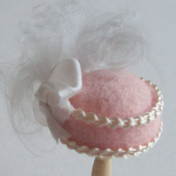 Handmade 1/12th scale dollshouse moulded very pale pink felt cloche style hat