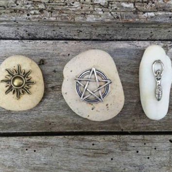 Pocket altar set, pagan God and Goddess symbol, natural stone pagan altar decor, portable altar tools, Sea Goddess ritual altar kit