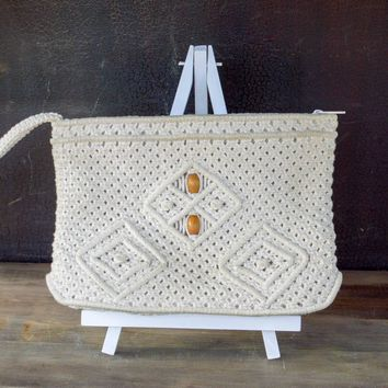 Vintage Macrame Crochet Wristlet Bag, 70s Boho Macrame Clutch Purse, Medium Zip Pouch,  Travel Bag, Purse with Wooden Beads, Gift for Her