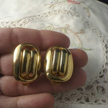 Vintage Erwin Pearl Gold Tone Clip On Earrings