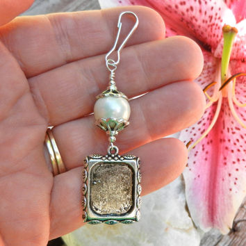Wedding bouquet photo frame charm.  White shell pearl charm.