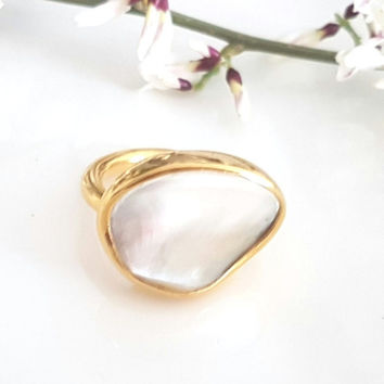 Ring gold plated brass with mother of pearl