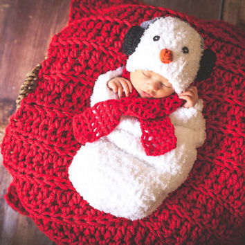 Handmade Crochet Little Snowman set (Cocoon, hat and scarf), baby photo drop, Snowman inspired Outfitt.