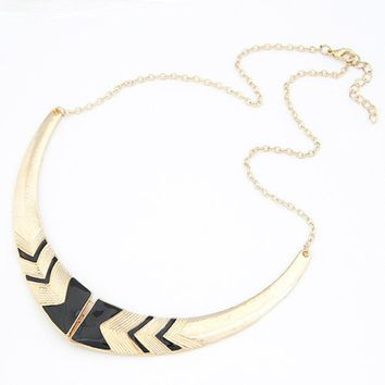IPARAM 2018 Fashion Vintage Alloy Crescent Personality Short Collar Necklace wholesale Jewelry