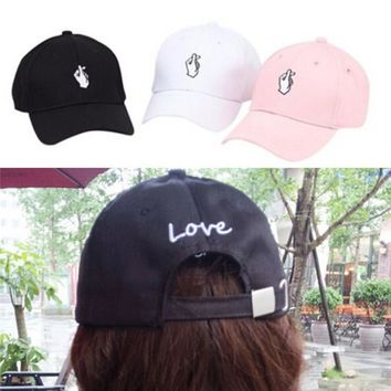 2017 New Arrival 1Pc men women Love Gestures Finger Embroider Golf Baseball Cap snapback hat Heart Love Sun Truck Hat