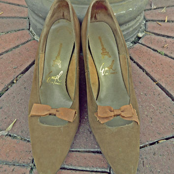 SALE / Vintage Chic Pumps / 50's Heels / Bows / Victorian Shoes / Vintage Heels / Peep Through Shoes / Camel / Tan / Shabby Chic Footwear