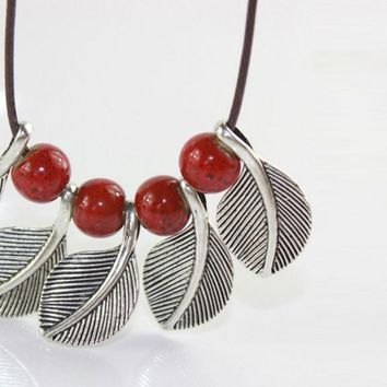 SimpleBeads And Leaves PendantNecklace
