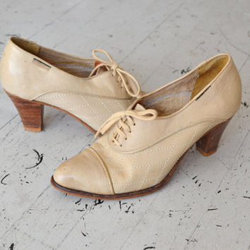 vintage oxfords / cream leather oxfords / Dunaway oxford heels