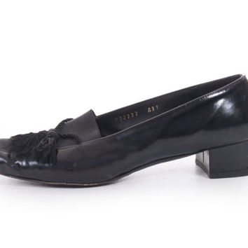 80s Vintage Salvatore Ferragamo Boutique Tassel Black Patent Leather Slip On Shoes Minimalist Chic Pumps Womens Size US 7.5 UK 5.5 EUR 38