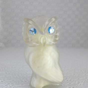 Avon Snow Owl, Powder Sachet, Sonnet, Owl Figurine, Frosted Glass, Blue Rhinestone Eyes, Avon Bottle