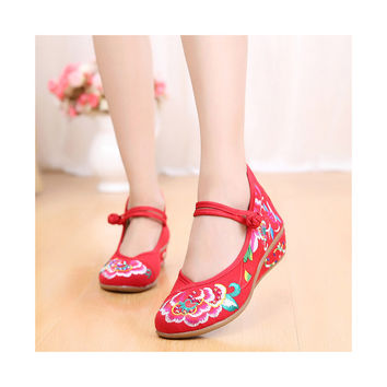 Old Beijing Red Embroidered Boots for Women in National Slipsole Style & Low Cut Fashion