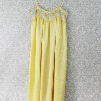 Dainty 70's Buttercream Embroidered Nightgown