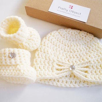 New baby gift set Crochet baby gift Newborn hat and shoes set Ba 100bdde41c59