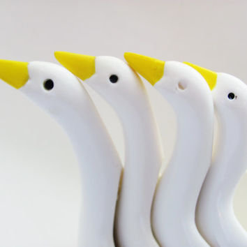 Nesting Geese Measuring Cup Set Of Four Plastic 50's- 60's Vintage Kitchenware