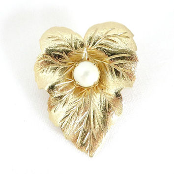 VintageSarah Coventry Brooch, Gold Tone Leaf Pin, Pearl Leaf Brooch, 1960s Jewelry